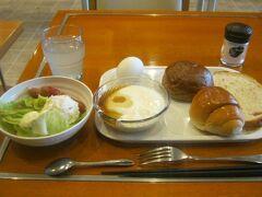 10月2日の朝。  ホテルの無料朝食から始まります。  やっぱ、この位の控えめな内容の朝食が、私的には嬉しい。