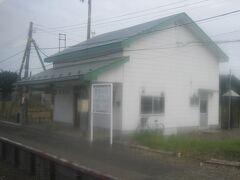 続く落石駅も2020年で開業100周年。  結構立派な駅舎がありますね。