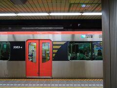 9時08分発、 都営浅草線快特(羽田空港第1・第2ターミナル行)で大門駅へ。  そうそう、浅草線。 2年3か月前の元号改元の旅でもお世話になったヨ。