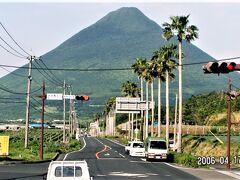長崎鼻入口交差点からの開聞岳(標高924m)