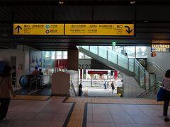 原宿駅に着いたヨ。 この駅も、見事にドレスアップ。