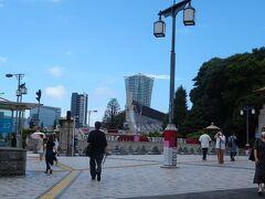 昨日終わったとはいえ、 オリンピックの気分が盛り上がってきたところで…、  おや、向こうに見える建物は…?