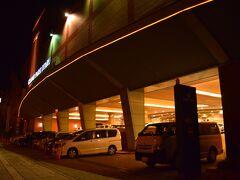 ホテルを安いので適当にとったら、小樽のお隣の小樽築港駅だったんですが。 ちょっと失敗。 グランドパーク小樽。  ショッピングセンターから直結。 元ヒルトン小樽だったらしく。 ただ小樽駅に移動するのが面倒なので小樽駅のホテルにしたらよかった。