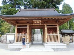 2日目の初めは雲辺寺へ。 雲辺寺へは山麓駅まで車で行き、そこからロープウェイで向かいました。
