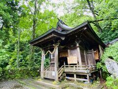 奥社にお詣りをして、その横にある九頭龍社にもお詣り。
