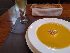 カボチャの味が濃厚なスープ。