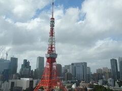 東京タワーに距離的に1番近いホテルは東京プリンスでしょうが、低層だし近過ぎるが故に全景が見られないと思うので。 東京タワーを最も楽しめるのはここプリンスパークタワーではないでしょうか。