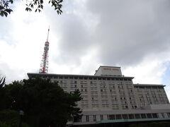 東京プリンスの敷地内にあるパン屋さんで、駐車場も共用とのこと。