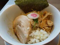拝島駅改札を出てすぐにある「中華そば ムタヒロ」で昼食