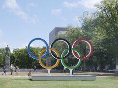 札幌を訪れた時はちょうどオリンピック準備中で、大通公園にモニュメントがあったり、たくさんの旗が立てられていて、いつもの大通公園とは違いオリンピック仕様になっていました。  次は釧路に向かいます。