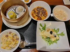 2日目の夜はホテルの中にある中華レストランで。 宿泊者限定のプランで1人3,000円でした。 メイン料理は2品選べたのですが、2人共同じ2品だったのが少し残念...