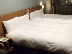本日のお宿 ドーミーイン★ ビジネスホテルの中でも人気超高く、リピーターが多いことは知っていましたが、私たちは初めて。 元々、初日の宿は、境港でこちらの系列でちょっと旅館風の「御宿 野乃 境港」に予約を入れていたこともあって、温泉気分だったのもあり、こちらに。 ハリウッドツイン120㎝幅×2で子供は添い寝で利用料2000円、4人で素泊まり17000円+駐車場代900円でした。 素泊まりといっても温泉あるし、湯上りアイス、ヤクルト、夜泣きそばもあるし、(何とあり得ない痛恨のミスで飲めなかったけど!)湯上りビール一杯サービスもある!