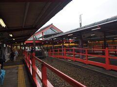 太宰府駅は神社(天満宮)仕様で雰囲気あります
