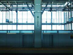 というわけで、新青森に到着☆  ここからはJR北海道の管轄となるので、運転士と車掌が交代。