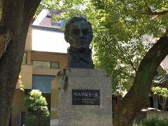 増上寺前の公園に、ペルリ提督の像がありました。なかなかイケメンです。