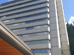 更に西へ向かい 丁度15:00ぐらいに吉祥到着します 温泉街の 小高い丘に立つ建物です ちょっとビジネスホテルっぽい 建物です