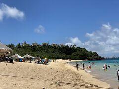 大迫ビーチ 車で行けるビーチなので人気のビーチ 駐車場代とシャワー代で1人500円支払います 車止める時に人数分支払い