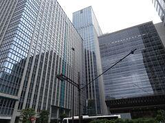 パン屋さんからわずか4㎞で到着です! ホテル駐車場の入口がわからず、東京駅日本橋口のロータリーに入ってしまいました。ホテルはすぐそこに見えてるんですけどねぇ(;´∀`) ホテルの搬入口にいた警備員さんに、駐車場は向こうですって教えてもらって「ああ、ここだ!」とサッと入ったら別の警備員さんに「ここは右折入庫ダメですよ」って言われちゃいました。す、すみません(´・ω・`; )