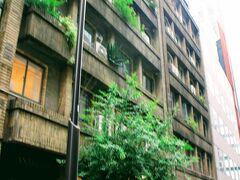 有楽町駅まで来たのはこちらの建物が目的。 1932 年(昭和7年)に建てられた奥野ビル。 もう90年近くたつんですね。