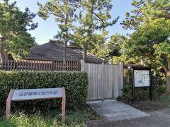 すぐ近くに「旧伊藤博文金沢別邸」があります。 まだ時間が早すぎるので入れなかったので、写真だけ。門はもちろん閉まってるけどね。