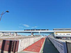 てくてく走っております。 あれ!なんか今まで見た車両と違うのが走ってるよ~~!写真だとあまりわからないですね(;'∀')  前に見えている野島橋を渡ります! ちなみに写真の右側に写っているのが、野島公園駅です。