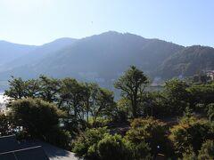 ロイヤルホテル河口湖 宿泊した部屋の窓から、朝6時半頃~河口湖を眺めました。