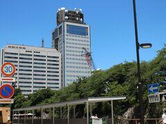 静岡駅前通りを抜ける途中に、静岡県庁が見えてきて・・