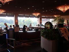 「ガーデンタワー」のロビィ階にある「ガーデンラウンジ」へ。  それにしても、こちらのホテルは「ロビー」ではなく「ロビィ」となっているのはなぜなのかしら???。 でも、なんとなくお洒落♪。