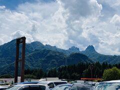 高速に乗って群馬県へ移動。 軽井沢~横川周辺の山々って日本じゃないみたいな岩山です。