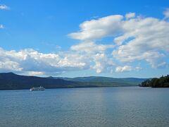 まりもで有名な「阿寒湖」に到着! 阿寒湖のホテルを予約していたのですが、チャックインより先に周辺散策へ♪?