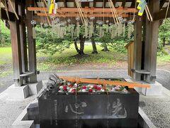 池田から帯広に入り、帯廣神社にご参拝。手水舎には、