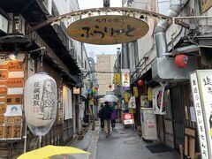 旭川市はマンボウの適用外の為、飲食店は普通にやっています。 話題のふらりーとにやってきました。 魅力的なお店が並んでいますが、ただ今17時のため あまり空いていません。 そりゃそうか。平日だし。