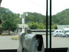 (旧)厚賀駅の前は通るのですが、本当に厚賀駅のすぐ前には停まりません。 また行儀の悪目の撮影をしてしまいました。 それでも、あまりよく見えないのですが。