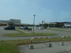 日帰り温泉とかレストランとかがある施設とかスポーツセンターとかあるみたいです。  温泉とかレストランのある施設は、沿線各町にありますね。 新ひだか町の旧三石町エリアなら、蔵三。 https://4travel.jp/travelogue/11704849#photo_link_70458388 新ひだか町の旧静内町なら、静内温泉。 https://4travel.jp/travelogue/11705595#photo_link_70506715