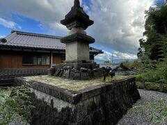 廃少菩提寺石多宝塔。国の重要文化財指定を受けているものだ。