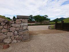 川中島古戦場公園から、2キロほど走り、松代城までやって来ました。 車は松代城の南側に停めます。
