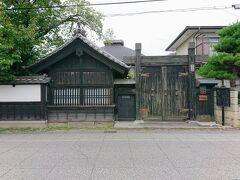 マップを元に散策を開始します。 真田家の重臣小山田家住宅。 国登録有形文化財だそうです。
