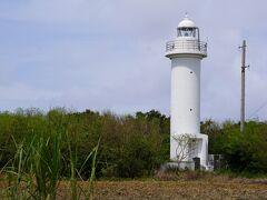 沖の島に灯台ができるまでは日本最南端の灯台。  島のほぼ中央にある。海岸沿いじゃないんですね。