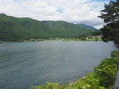 車窓には、湖が広がります。木崎湖です。。
