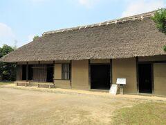 「見沼ヘルシーランド」から「浦和くらしの博物館民家園」までは車で2分。 『見沼田んぼ』にゆかりのある伝統的な建物を7棟保存している野外博物館です。  「旧蓮見家住宅」は、江戸時代中期に建てられた『見沼田んぼ』の農家で、さいたま市内に現存する最古の民家だそうです。