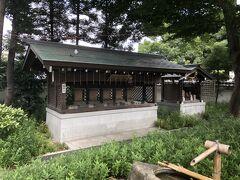 こちらは遥拝所で、遠くにある神社を遥拝するための社です。  右から八幡宮、春日大明神、天照皇大神宮、山神社、大将軍社の5社となっており、1番奥は地蔵舎で、神仏習合の名残と言われているらしいです。
