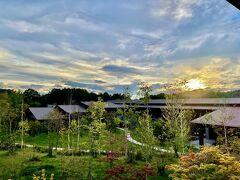 東急ハーヴェスト軽井沢にチェックイン。 お部屋から見える植栽も、オープンから3年も経つと豊になりましたね。  お部屋は以前レポした旅行記と同じタイプなので割愛です。  ホテルレポはこちら↓ https://4travel.jp/travelogue/11385649