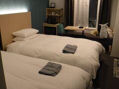 4月の北海道行商旅でも泊まった 「Tマークシティホテル札幌大通」 やっぱり、このホテルがいいのよ!!  今回も、なんと、このツインルームに 1人で5泊。 最高です!!! 詳しくは 次の日記に書きます。