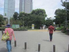 錦糸公園を突っ切って蔵前橋通りへと進む