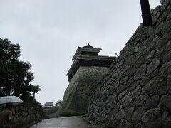 松山城へ とにかく坂道で疲れました