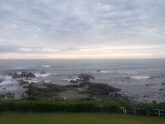 おはようございます  AM5:30の空  日の出は4:57でしたが、予報通り曇り空で拝めませんでした。