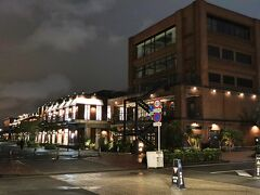 今日も腹ごなしにホテルの周りを夜のお散歩♪ マリン&ウォークも、そろそろクローズ時間が近づいているので、人気がほとんど無かったわ。
