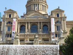 カタルーニャ美術館(正面の一部)。1000年間の芸術が楽しめる美術館