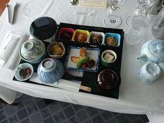 有料メニューで大好きな和朝食を一度頼みました。値段はともかくあまり好みの内容ではなかったので再度の利用はしませんでしたが、8月16日以降はなだ万が休業したので、しばらく利用できなくなりました。