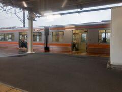 ■下土狩駅 (静岡県駿東郡長泉町)  下土狩でも列車交換。  下土狩駅は、1934年まで三島駅として使われていた駅。  丹那トンネル開通で、三島駅が新線に移行されたのを機に、現在の駅名に改められました。